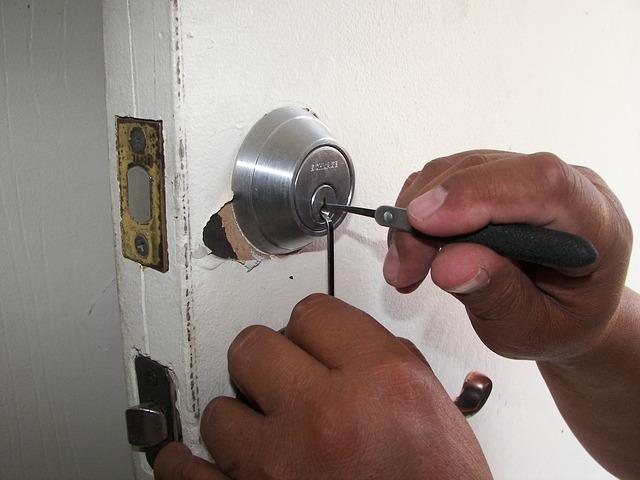 Conseils en cas d 39 urgence d pannage serrurerie comment - Serrure cassee comment ouvrir la porte ...